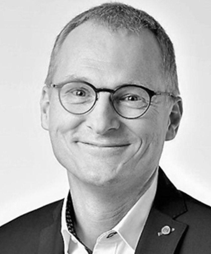 schwarz-weiß Bild von Dr. med. Manfred Wagner, der als Lehrcoach im Rahmen der Coaching Ausbildung tätig ist